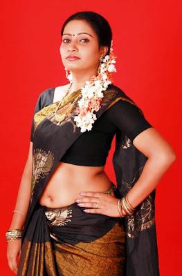Tamil Tv Actress Navel Seen In Saree
