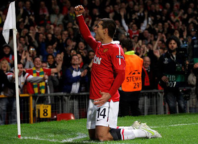 Chicharito striker Man Utd, Chicharito was offered a new salary next season
