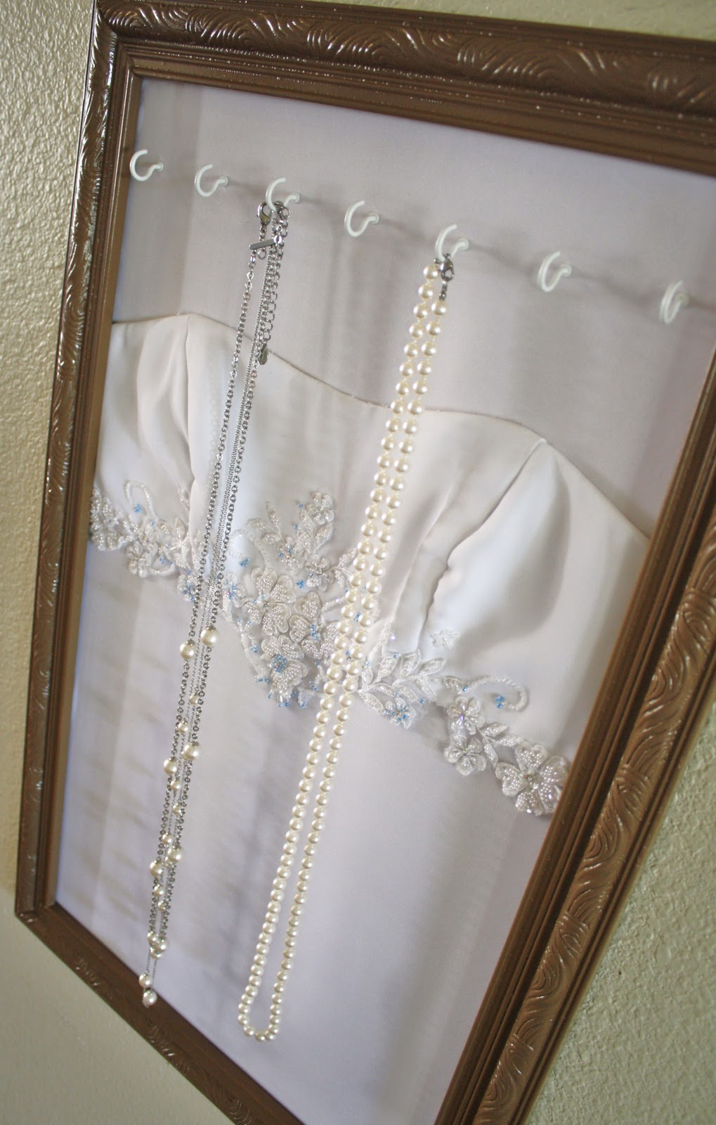Wedding dress jewelry display for Wedding dresses for small frames