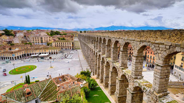 Segovia, Spain (© Sean Pavone/Shutterstock) 653