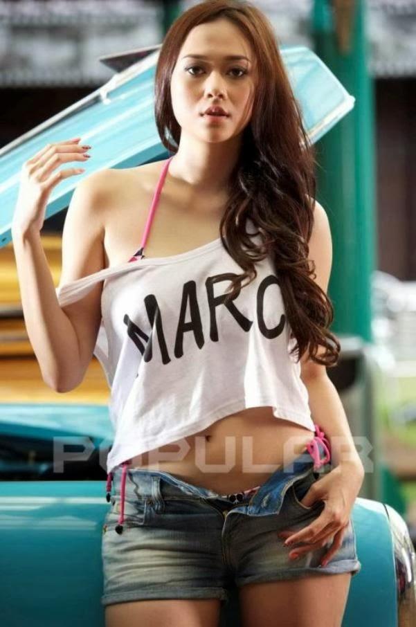 Foto Hot dan Seksi Aura Kasih di Majalah Popular