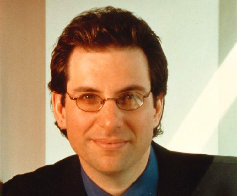 http://3.bp.blogspot.com/-u8QyK-e37wc/TdMWb-z20fI/AAAAAAAAATU/Vu10tX0JzEg/s1600/Kevin-Mitnick-former-hacker-and-most-wanted-computer-criminal-portrait.jpg