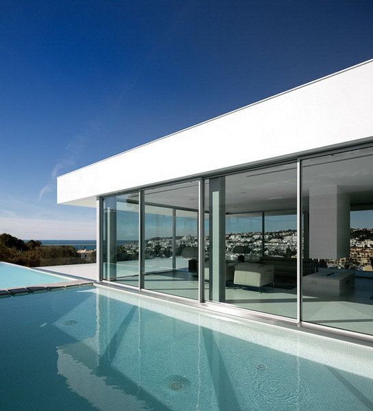 Swimming pool in Modern Villa Escarpa by Mario Martins