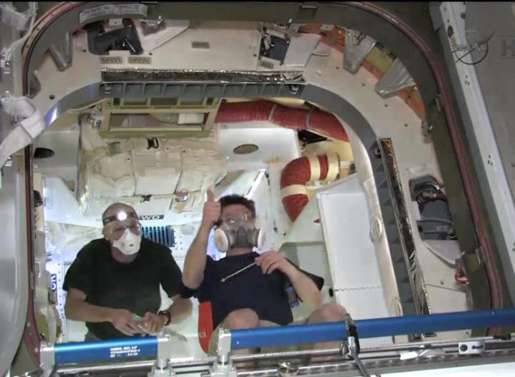 Le salut des astronautes de Dragon