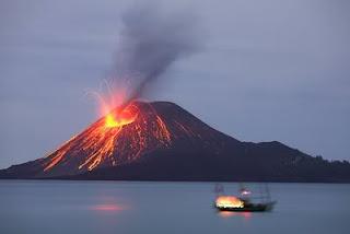 objek wisata gunung krakatau indonesia