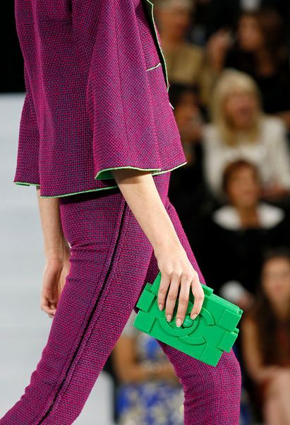 Chanel SS2013 green acrylic clutch, awesome clutch, chanel purse, Runway collection, Karl Largerfeld, fun purse, chanel, green purse, paris fashion week