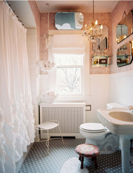 Down and out chic interiors pretty girly bathrooms for Pretty small bathroom ideas