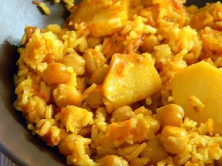 http://saboreando-kian.blogspot.com.es/2013/08/paella-al-horno-con-garbanzos-y-patatas.html