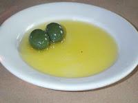 manfaat minyak zaitun untuk menghilangkan minyak pada wajah dan menghilangkan jerawat