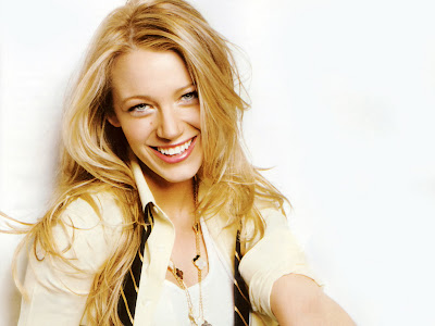 Blake Lively look hot and sweet