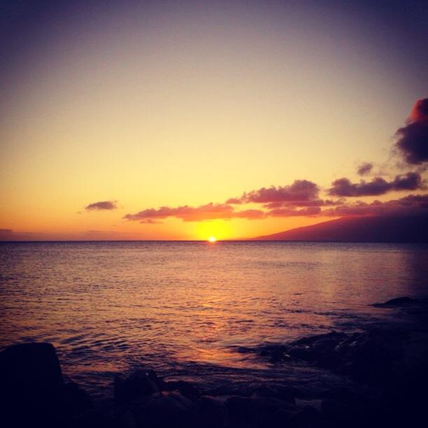 Maui Sunset | www.floralsandplaid.com