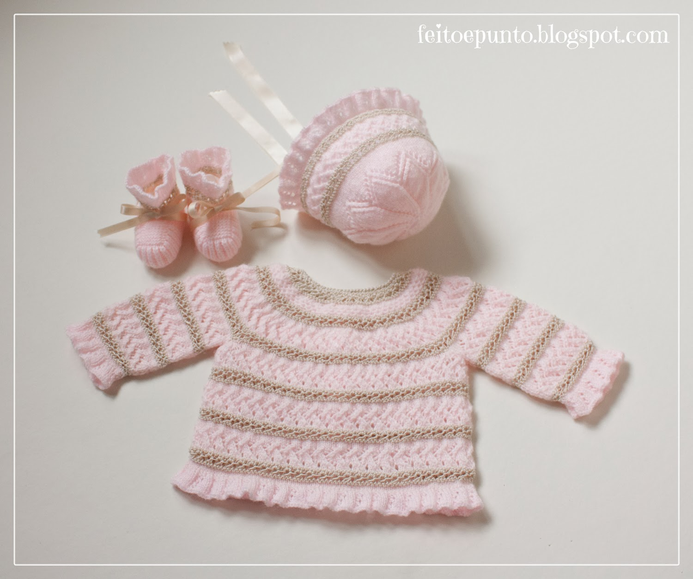 feitoepunto: Conjunto de jubón, capota y patucos en rosa y beis