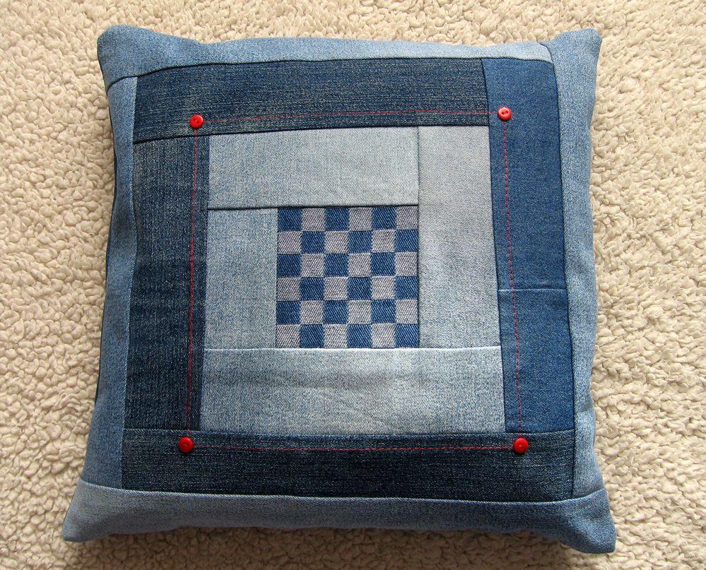 Подушка из джинсовых лоскутков своими руками 73