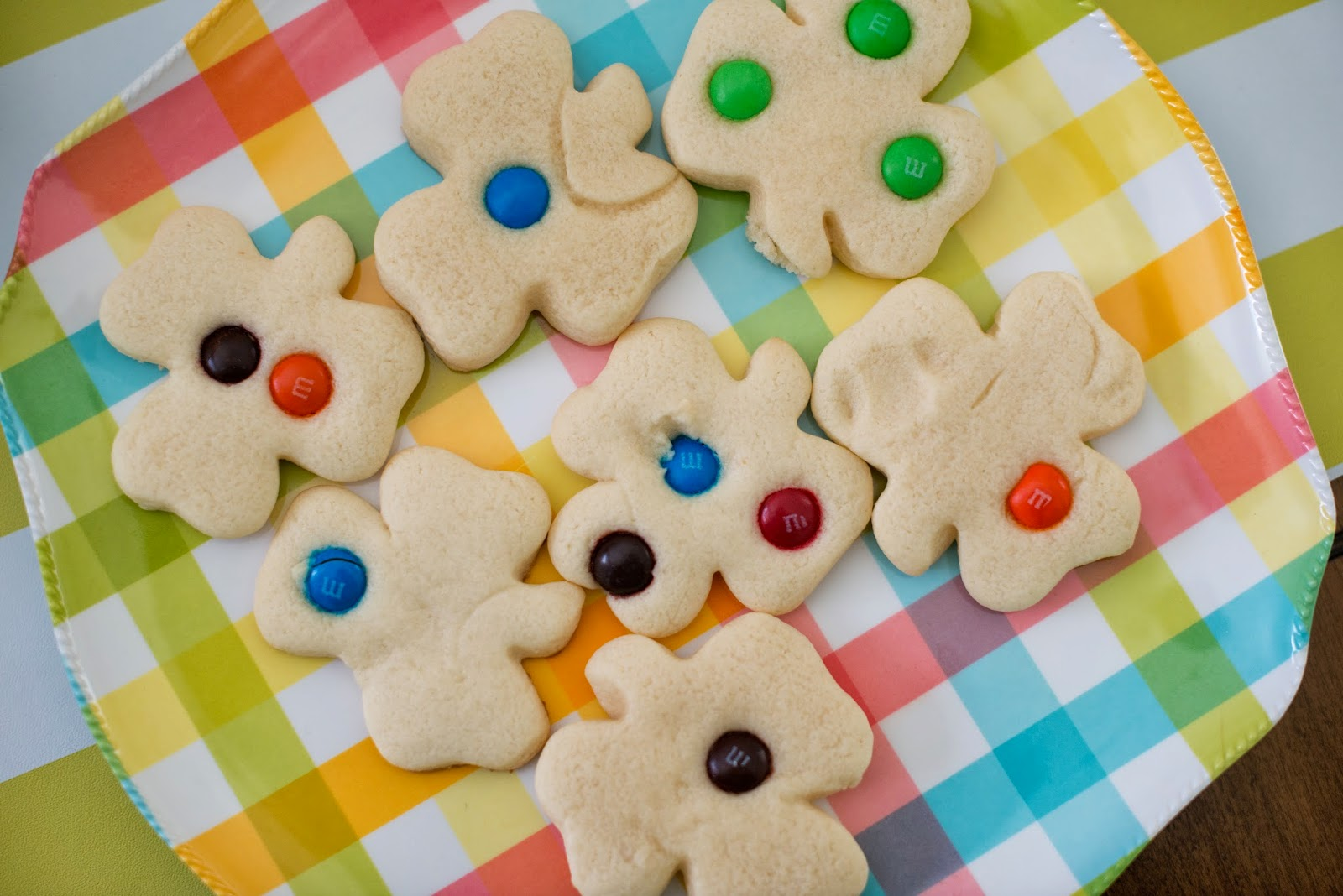 Saint Patrick's Day Kid Party Ideas--make sugar cookies and decorate with m&ms