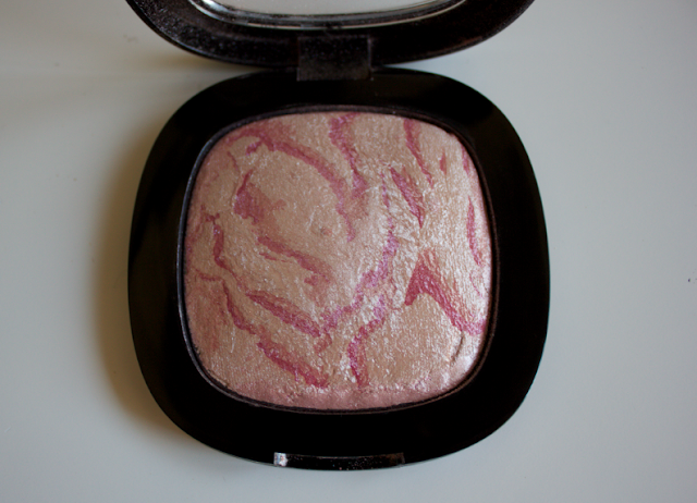 Wet 'n' Wild Wet n Wild Wet n' Wild Fergie To Reflect Shimmer Palette Brush Powder in Rose Champage Glow