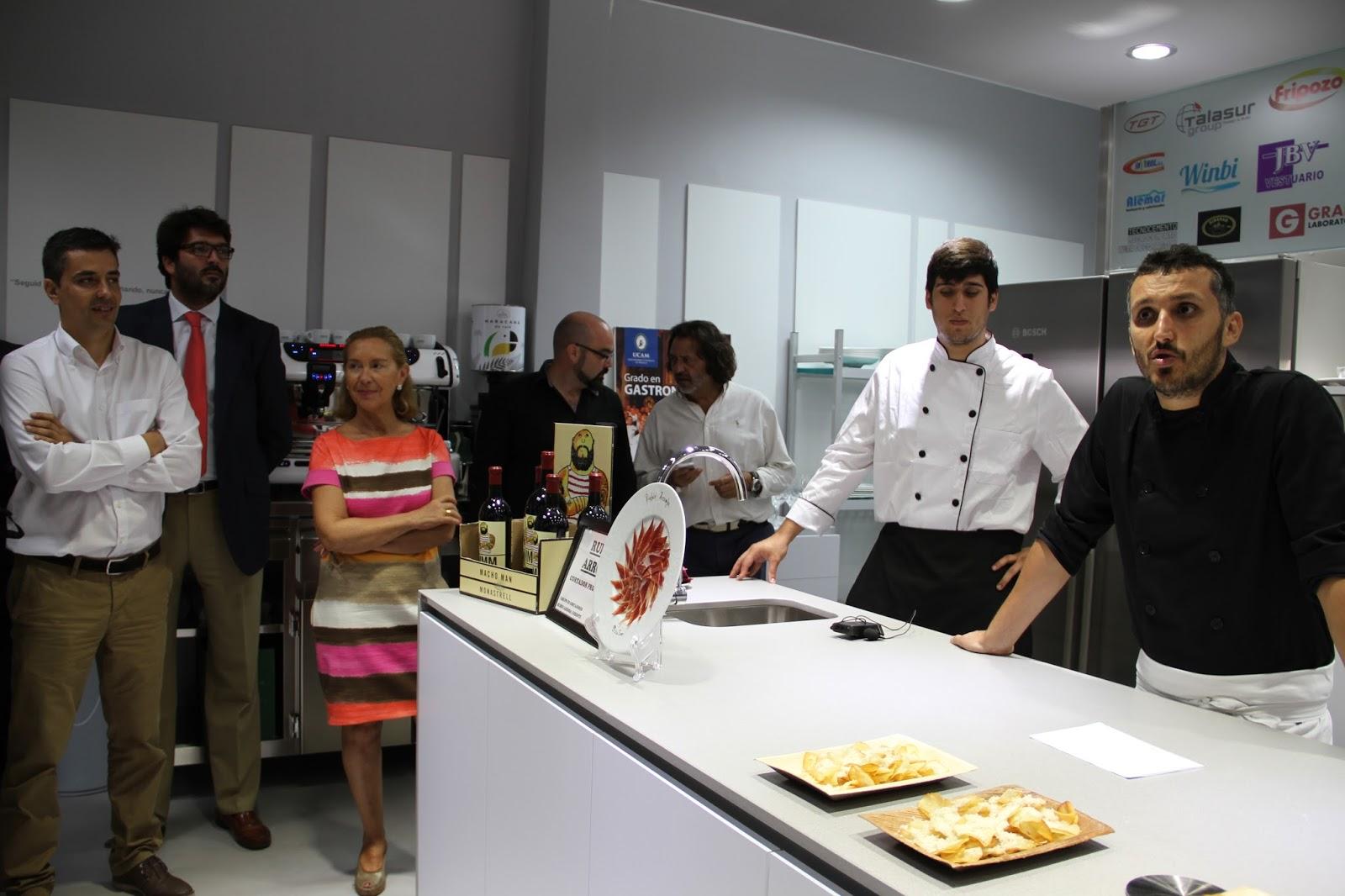 El aula laboratorio de cocina de la ucam contribuir a que for Cocina de jose fernandez