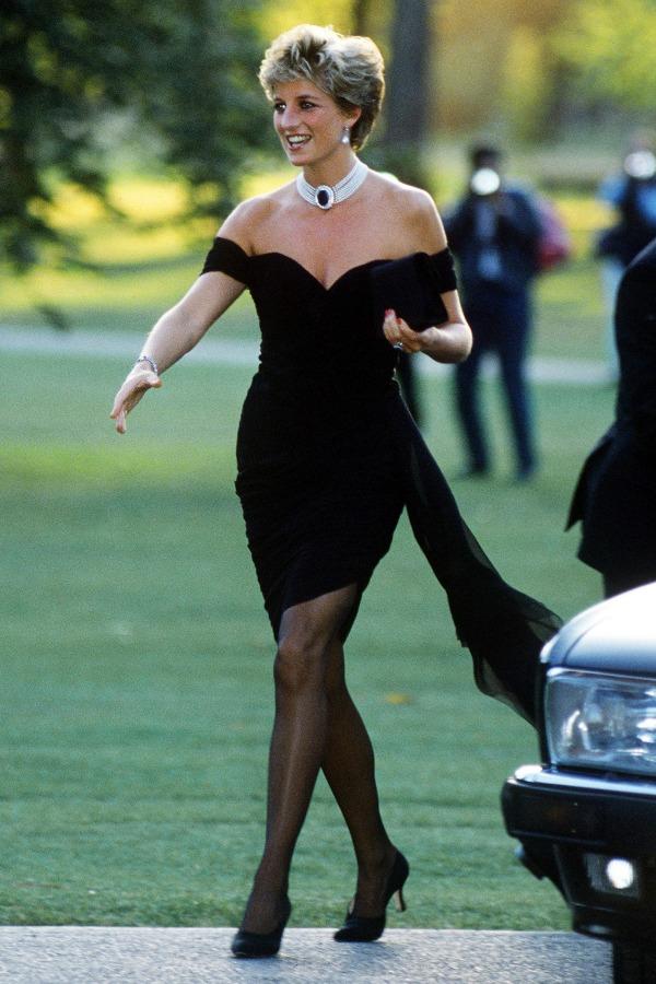 Princesa Diana usando o vestido da vingança, em 1994