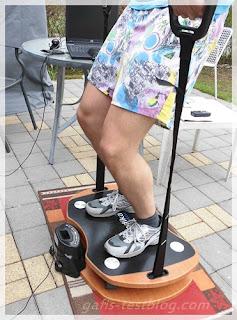 Skandika Home Vibration Plate 300 - Übung Bizepscurls (Armbeuger)