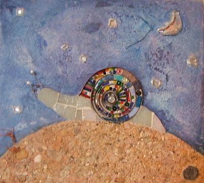 création d'un tableau escargot en mosaïque et peinture ideal pour cadeau de naissance pate de verre perles sable tout l'univers créatif de mimi vermicelle