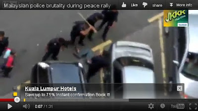 BERSIH 3 photo showed police officer beat downed protester