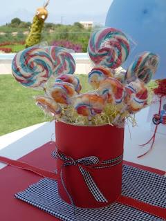 Διακόσμηση τραπεζιού ευχών με ζαχαρωτά και μπαλόνια