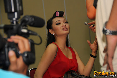 Foto Hot Zaskia Gotik Terbaru 2013
