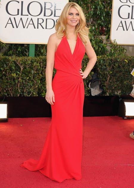 Клеър Дейнс супер елегантна в маково червена рокля на Versace