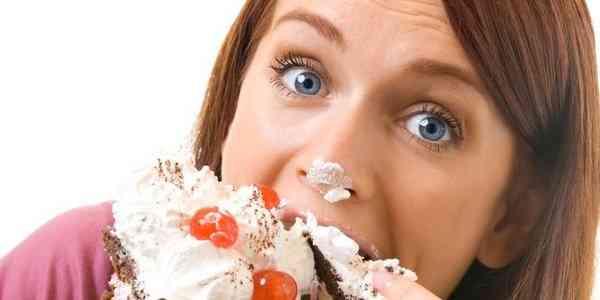 comendo bolo