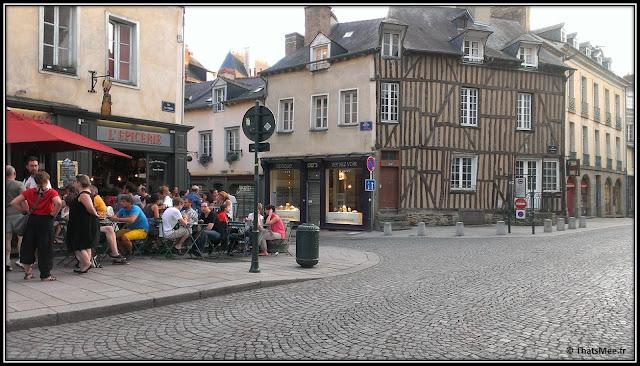 Rennes centre historique maison colombages bar l'Epicerie