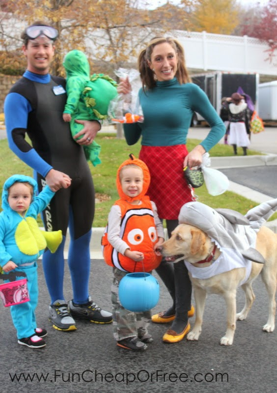 Finding Nemo!  sc 1 st  Fun Cheap or Free & DIY Finding Nemo Costumes! Plus the 6 tricks to getting Halloween ...