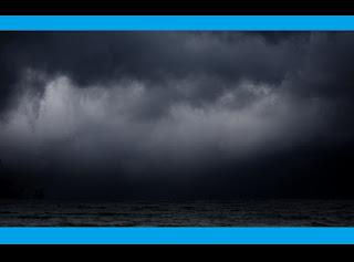 """O fato ocorreu a centenas de quilômetros do litoral da África Ocidental, onde uma equipe alemã e canadense de pesquisadores detectou """"regiões mortas"""", com níveis extremamente baixos de oxigênio. Segundo os cientistas, são áreas empobrecidas de oxigênio, que se formam em redemoinhos e se movem em direção ao oeste, em velocidade de 4 a 5 quilômetros por dia. A maior parte da fauna marinha é incapaz de sobreviver nelas, além de certos micro-organismos. Dessa forma, qualquer animal que respire a """"água morta"""" desses redemoinhos morrerá, o que, sem dúvida, abre as portas para a possibilidade de uma morte em massa."""
