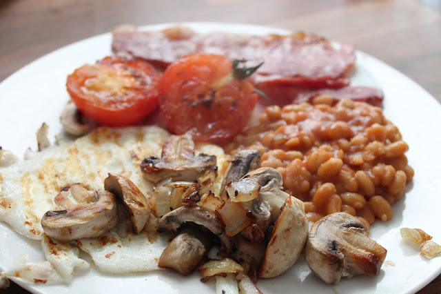 slimming world fried breakfast egg mushrooms onions bacon beans and tomatoes