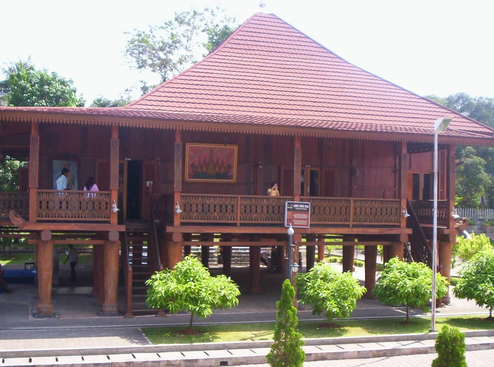 Gambar Rumah Adat Lampung Sesat