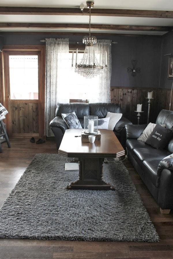före renovering, carpati möbler, mörkt golv, före och efter renovering, brun bröstpanel, mörka fönster, renovering