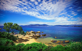 Hermosa isla francesa llamada Corsica con la costa de Porticcio