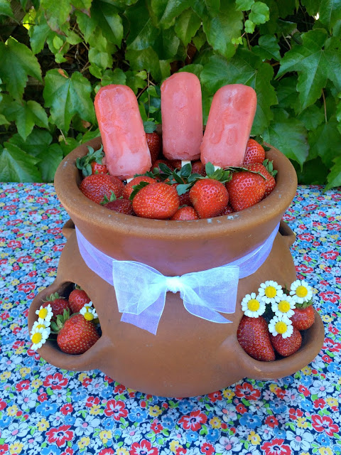 Farm Fresh Fun, Serving Strawberries - www.jacolynmurphy.com