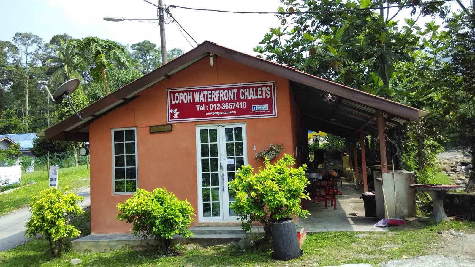 Lopoh Waterfront Chalet