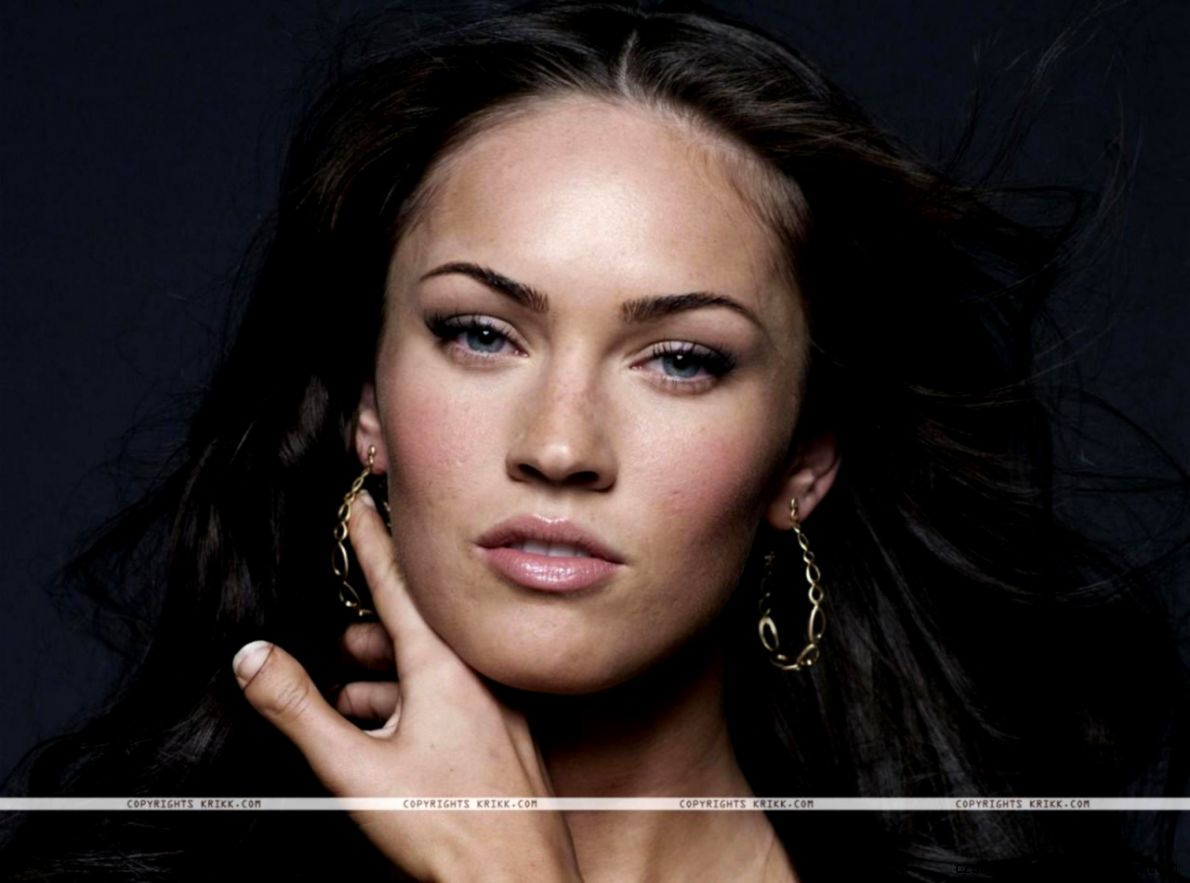Megan Fox Fingers Thumb