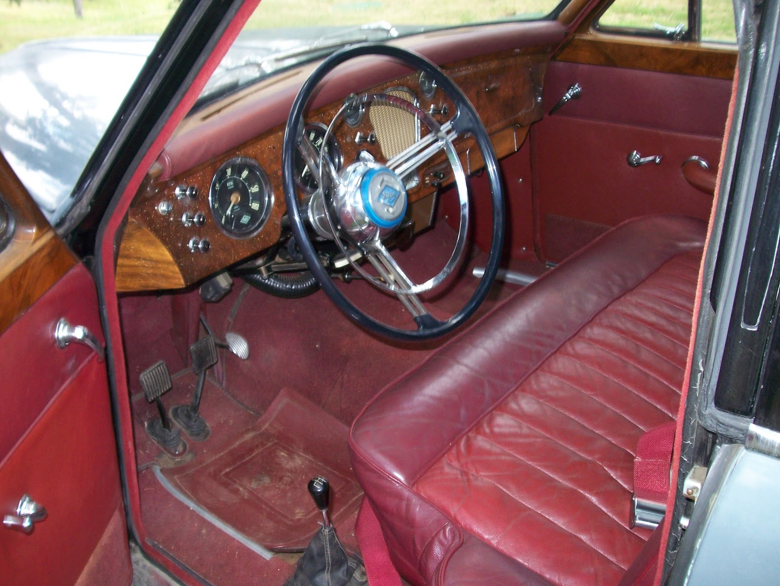 here s the interior of the riley 2 6 from the last post note how the seat is cut away for the stubby gear lever you can just see what looks like a
