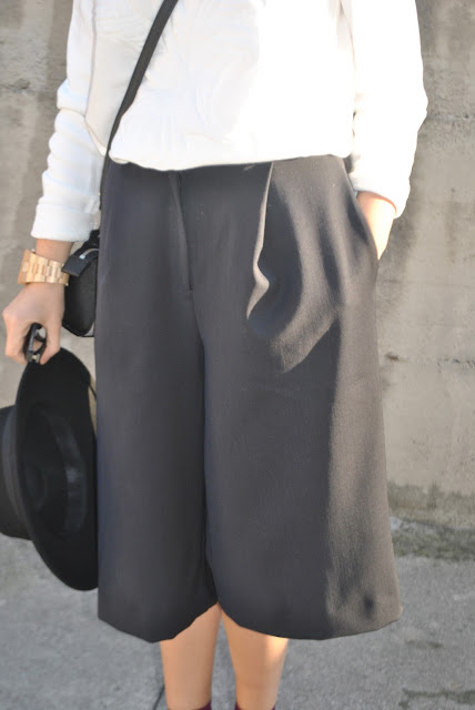 pantaloni neri abbinamenti pantaloni neri come abbinare i pantaloni neri outfit pantaloni neri pantaloni neri street style black pants outfit black pants street style how to combine black pants how to match black pants how to wear black pants outfit casual invernali outfit da giorno invernale outfit gennaio 2016 january  outfit january 2016 outfits casual winter outfit mariafelicia magno fashion blogger colorblock by felym fashion blog italiani fashion blogger italiane blog di moda blogger italiane di moda fashion blogger bergamo fashion blogger milano fashion bloggers italy italian fashion bloggers influencer italiane italian influencer