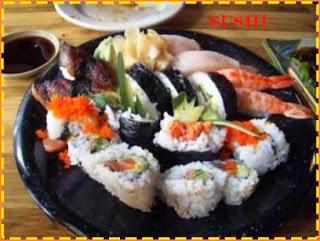 Makan Sushi di Atas Tubuh Polos Model Wanita Cantik