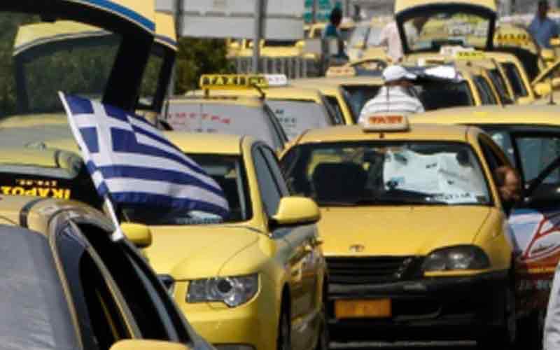 Αποκλειστικό: Ξυλοκόπησαν οδηγό ταξί στο κέντρο των Αθηνών επειδή είχε Ελληνική Σημαία!...