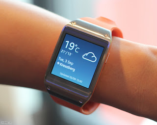 "Samsung Galaxy Gear: 1.63 ""AMOLED, 800MHz, MP4 video playback, 6 color, 1.9MP, 315mAh battery, sold 29/9"