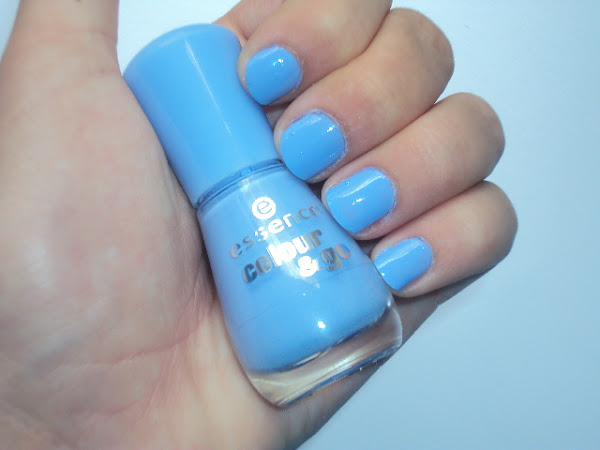 Essence colour & go 125 Absolutely Blue.