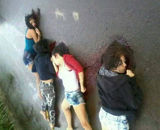 04 AMIGAS  MORTAS COM TIROS NA CABE  A  FORAM SEPULTADAS   JOVENS ERAM
