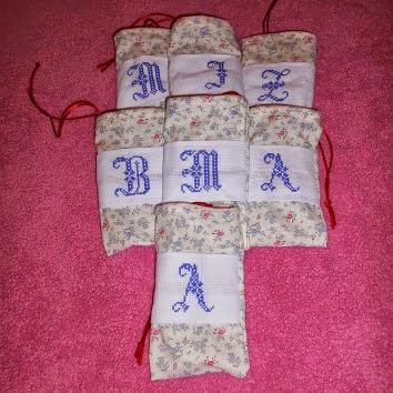 woreczki haftem krzyżykowym