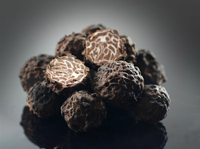 When the decoration of a sweet truffle becomes similar to the real one truffleat