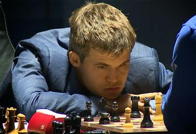 Partie 5 : Magnus Carlsen annule avec les Noirs au championnat du monde d'échecs 2014 © Chess & Strategy
