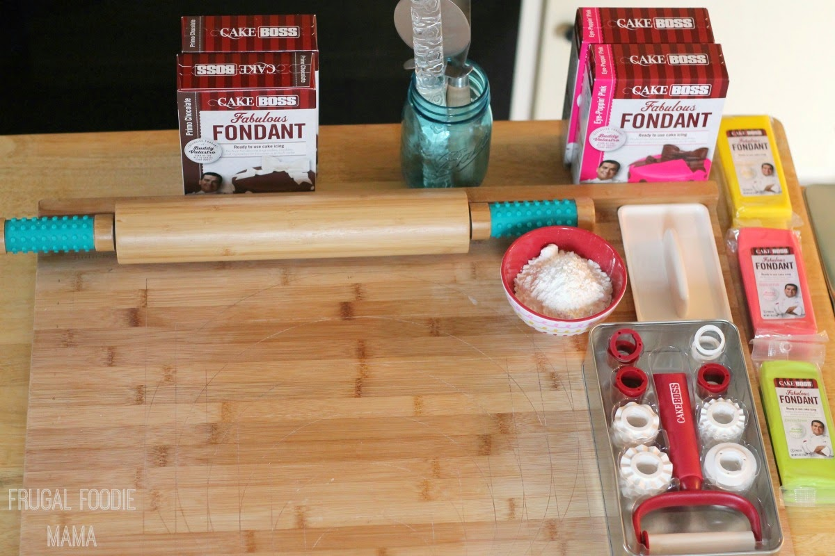 Creating a Fondant & Rolling Station for a cake decorating party #CakeBossParty #sponsored #IC