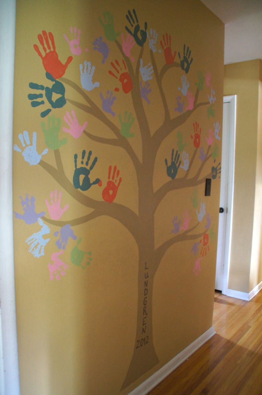 handprint family tree the kid friendly home. Black Bedroom Furniture Sets. Home Design Ideas